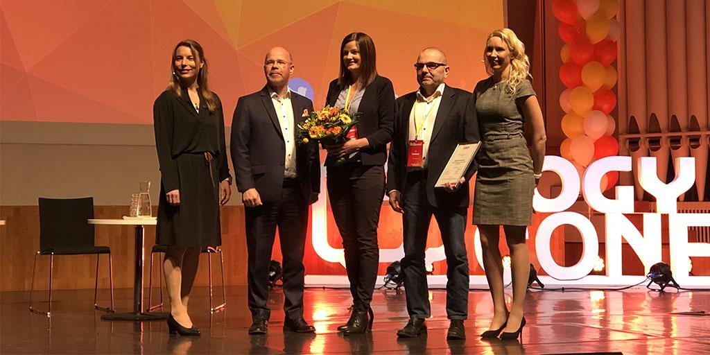 Espoon hankintatoimi vastaanottamassa vuoden hankintaorganisaatio -palkintoa