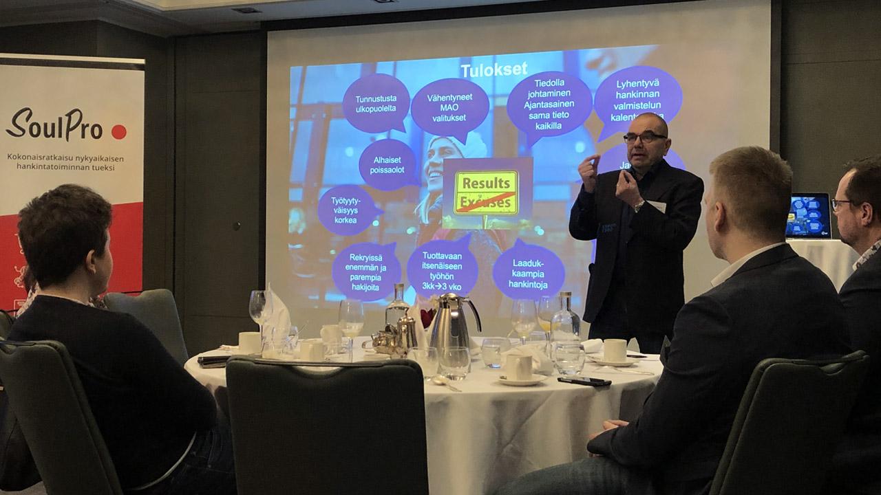 Ari Erkinharju puhuu hankintatoimen johtamisesta SoulCoren hankinnan aamiaisseminaarissa